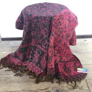 Yogastyles meditatie omslagdoek bewerkt rood/zwart