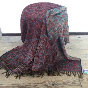 Yogastyles meditatie omslagdoek bewerkt rood/lichtblauw