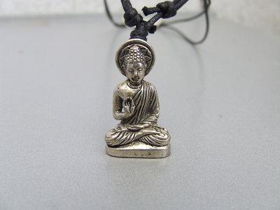Hanger 'Boeddha Onderwijzend' brons zilverkleur 3cm